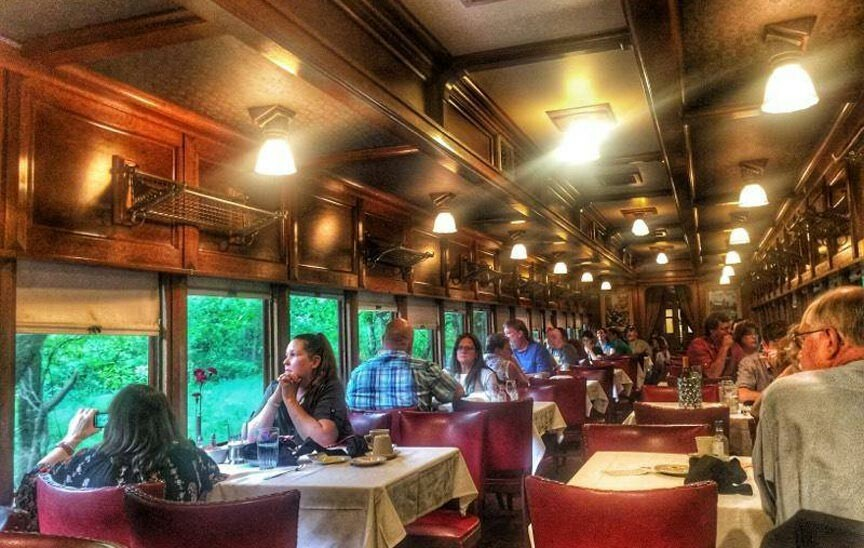 Eureka Springs & North Arkansas Railway dining car